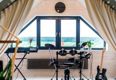 giebelfenster individuelle fertigung preis ermitteln und kaufen. Black Bedroom Furniture Sets. Home Design Ideas