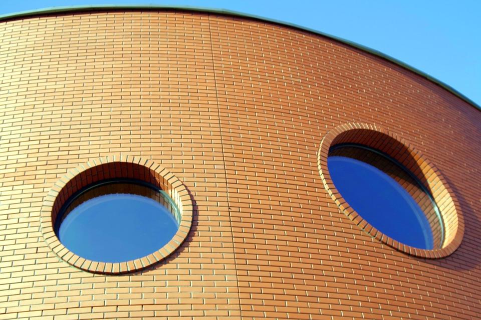 Haus mit Rundfenster